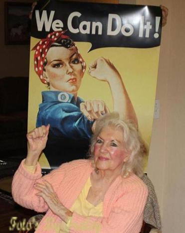 Naomi Parker Fraley in 2015 with the Rosie the Riveter poster that became a feminist touchstone.